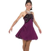 Vinröd klänning med kristaller