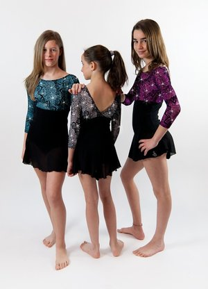 Klänning med klockad kjol från Sagester