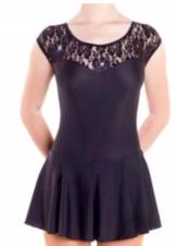 Svart klänning med spetsdetaljer från Sagester