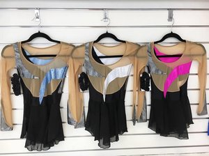 Svart assymetrisk glittrig klänning i många färger