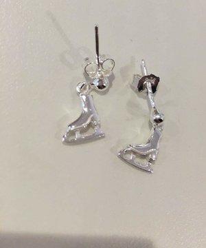 Örhänge med hängande skridsko i silver