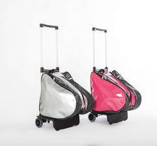 Silvrig ryggsäck med rullställning