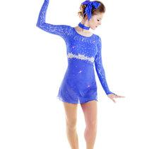 Blå tävlingsklänning i spets från Sagester