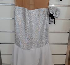 Glittrig vit klänning
