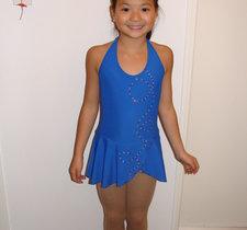 Blå halterneckklänning