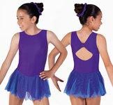 Lila klänning med flikig kjol
