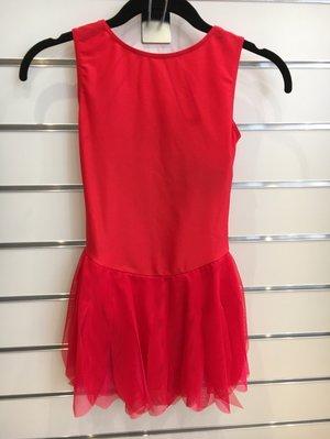 Röd klänning med flikig kjol