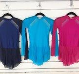 Lykraklänning i mörkblått, turkos eller rosa med kristaller