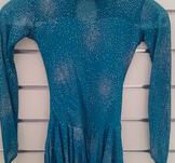 Långärmad klänning med kristaller från Sagester